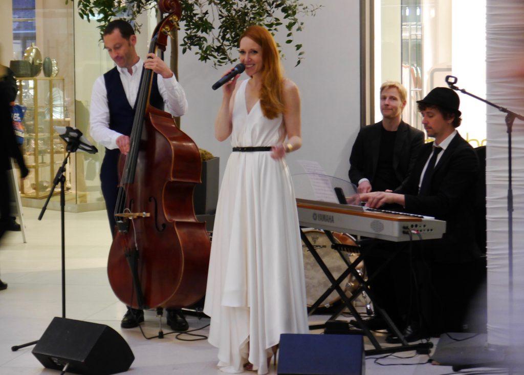 Hochzeitsband, ganz in weiß, hochzeits-sängerin, empfang