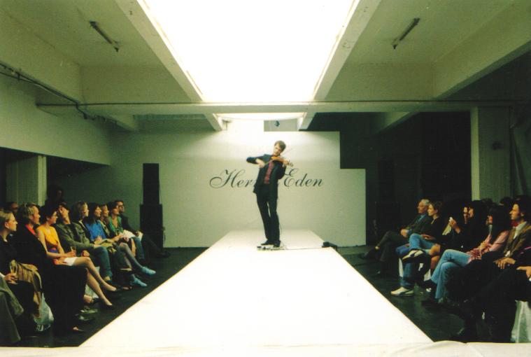 Modenschau, Violinist, Herr von Eden, stringNbase, elektrische Violine